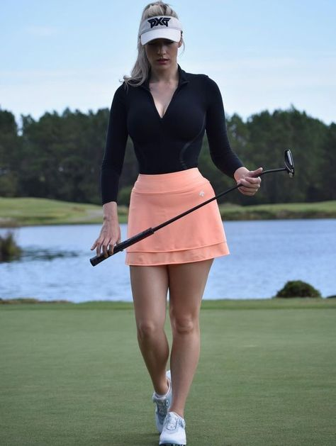 If you reside in a very warm climate and love to golf often, without doubt you have several pair of women's golf skorts. Ladies golf shorts and skorts are a great way to appear and feel feminine Girl Golf Outfit, Cute Golf Outfit, Sexy Golf, Golf Mk2, Golf Fotografie, Golf Sport, Golf Attire, Womens Golf Shoes, Shoes Women