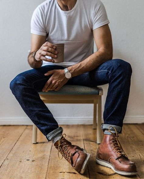 Mens Outdoor Fashion, Mens Boots Fashion, Denim Fashion, Male Fashion, Mens Boots Style, Fashion History, Botas Red Wing, Red Wing Boots Men, Estilo Jeans
