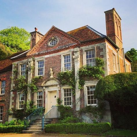 Cecil Beaton's Reddish House, also known as Reddish Manor in the village of Broad Chalke in Wiltshire, England is an early manor house. English Manor Houses, English House, English Style, Future House, My House, Georgian Architecture, Georgian Homes, Classic House, Classic Style
