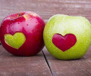 تفسير التفاح في الحلم حلمت اكل تفاح في المنام Apple Healthy Valentines Apple Health Benefits