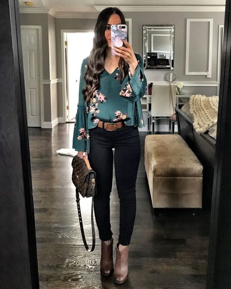 23 schwarze Jeans Outfits - The World