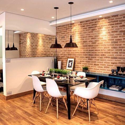 Mais um ambiente lindo com parede de tijolinhos! Sabia que dá pra criar esse efeito com papel de parede?! Isso torna mais prática a limpeza e manutenção!