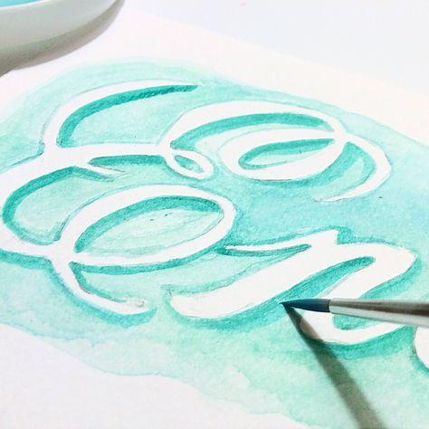 Un tutorial súper fácil y claro para que aprendas hacer lettering y acuarelas. Aprende los primeros pasos de esta técnica y como corregir un error pintando.