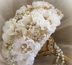 Bouquet Sposa Nozze Doro.Nozze Glam La Sposa In Avorio E Oro Bouquet Dorato Matrimonio