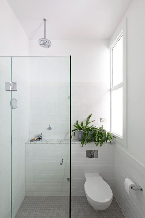 Petite Salle De Bain Pinterest Et Deco De Toilettes Et Douche Tiny Bathrooms Small Shower Room Small Master Bathroom