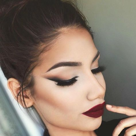 """All Matte Everything  @makeupbyalinna is serving up Fall perfection using the 35N palette! Contour and brows are flawless AF, she's our Woman Crush…"""