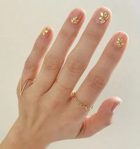 27 Minimalist Nail Art For You To Make Yourself Look Elegant And Fashionable 8