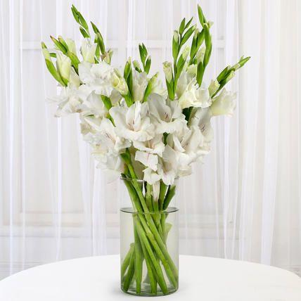 Buy Send Gladiolus Flowers Arrangement In Glass Vase Online With Ferns N Petals Order Online Gl Gladiolus Flower Flower Arrangements Diy Flower Arrangements