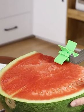 Introducing the Melon Slicer Cutter Tool, an innovative slicer comes with an automatic cutter blade. Make your own melon salad in one minute, enjoy refreshing fruit cubes hassle free without dealing with a drippy mess.