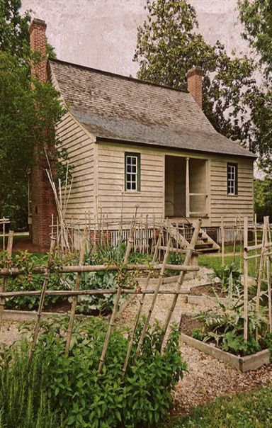 Reminds Me Of The Cabin House My Late Mother Was Raised In Primitivehomes Old Farm Houses Colonial Garden Colonial House