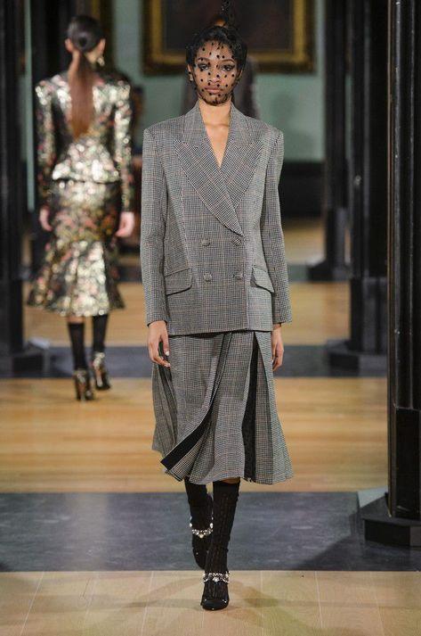 099a90c25794 Il completo giacca e gonna è la nuova avanguardia della moda Autunno Inverno  2018 2019elleitalia