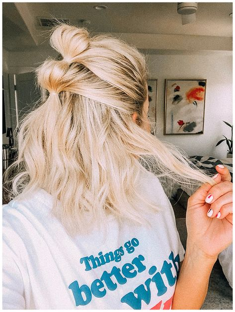 Update your hairstyle routine with this bubble ponytail tutorial! It's simple, stylish, great for second or third day hair. Cute Hairstyles For Short Hair, Diy Hairstyles, Fashion Hairstyles, Medium Hair Styles, Short Hair Styles, Style Short Hair, Girl Short Hair, Natural Hair Styles, Ponytail Tutorial