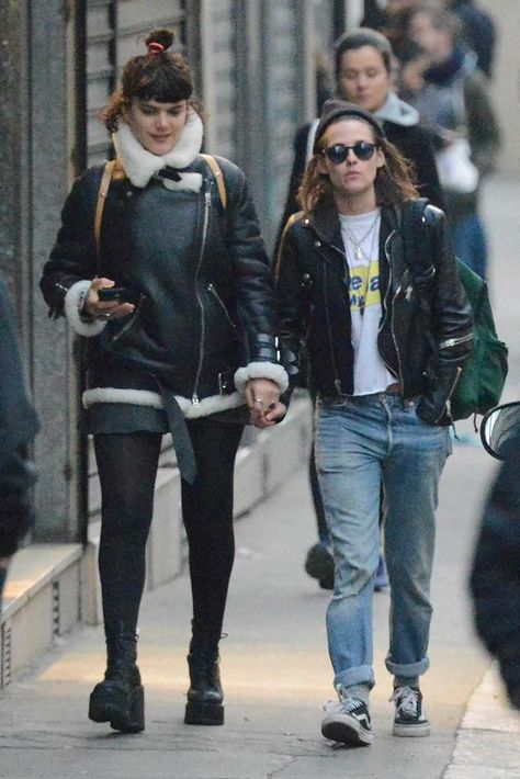 Kristen Stewart And Soko Share A Kiss In Paris Kristen Stewart