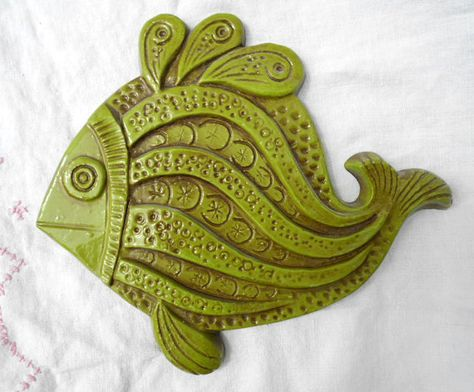 1960s Hippie Fish Wall Plaque in Avocado Green, Syroco, 1968, Groovy Kitchen or Bathroom Art
