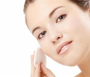 تنظيف البشرة الدهنية بوصفات طبيعية مبهرة Natural Aging Skin Care Skin Care Myths Chemical Skin Peel