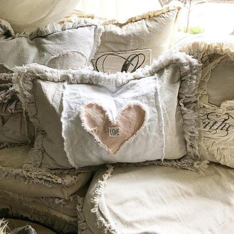 Diy Pillows, Custom Pillows, Decorative Pillows, Throw Pillows, Fabric Crafts, Sewing Crafts, Sewing Projects, Valentine Decorations, Valentine Crafts