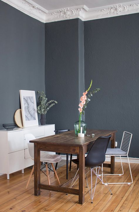 Esszimmer Farbumstyling mit Farrow & Ball - Von hell zu dunkel. Wandfarbe Inspiration, graue Wand.