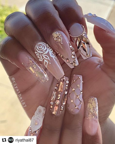 We have collected 130 elegant Rhinestones coffin nails for you. Enjoy these beautiful nail art and welcome your Inspiration erupted!