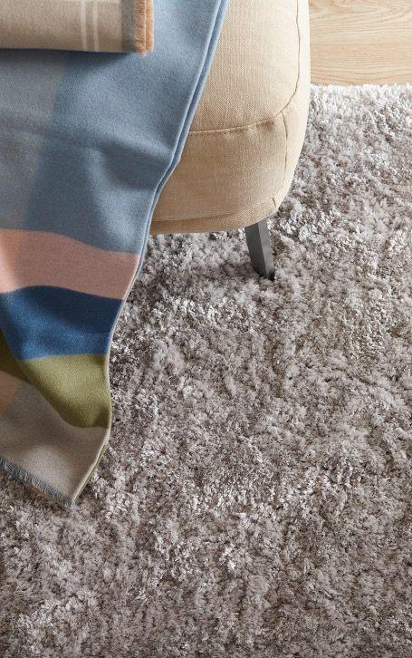 Cosy Home So Geht S Mit Ein Paar Einfach Tricks Lasst Ihr In Eurem Zuhause Behaglichkeit Einziehen Kissen Deck In 2020 Mit Bildern Flauschiger Teppich Schoner Wohnen Kollektion