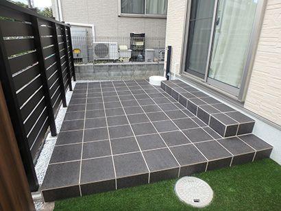 お庭のタイルデッキ テラス 雑草対策にも グリーンケア お庭のデザイン リフォーム 前庭のフェンス テラスのデザイン タイルテラス