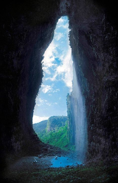 Cueva del Fantasma (Cave of the ghost) in southern Venezuela. Enlarge image and look at the cave floor!