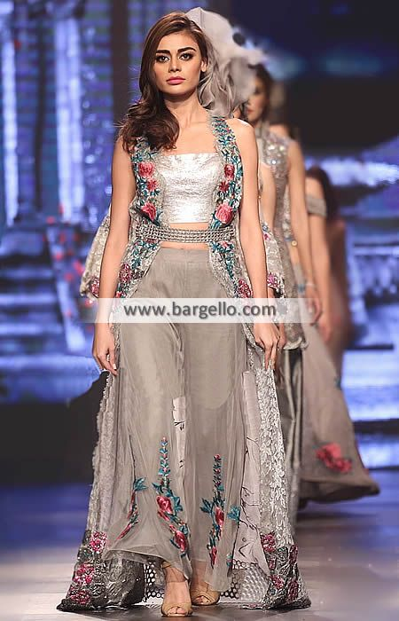 Ravishing Designer Gown for Evening and Party This outfit is capable in winning the hearts of ev