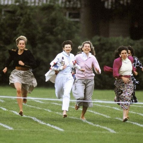 Princess Diana Running In The Mothers Race At Prince Harry S School Sports Day Princess Diana Pictures Princess Diana Princess Diana Rare