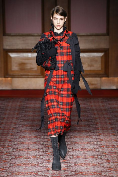 Simone Rocha Fall 2018 Ready-to-Wear Fashion Show Collection