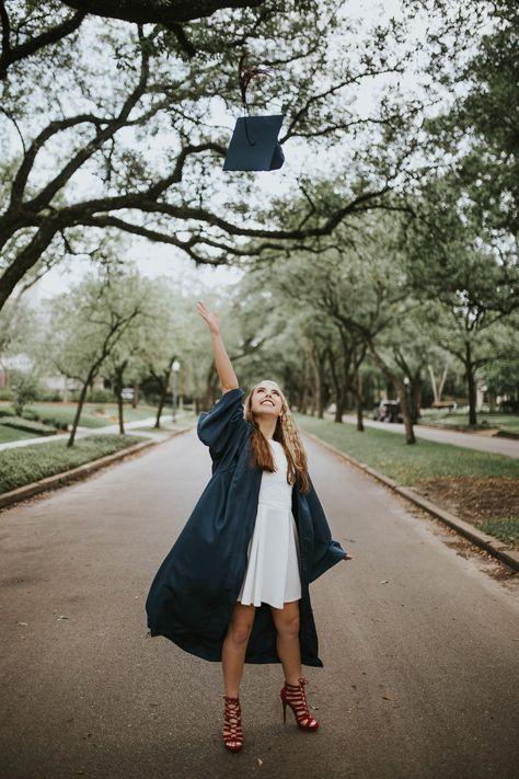 // cap and gown ideas// graduation photos//graduation pictures// senior photographer//confetti blow/