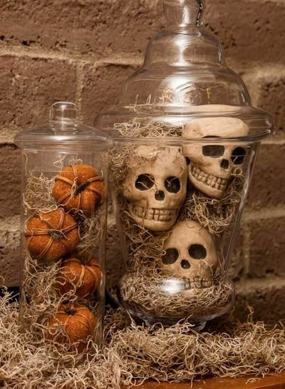 Spooky Spanish Moss Apothecary Jars are a fun and scary way to dress up your house for Halloween!| DIY Halloween decorations