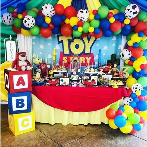 Simple Toy Story 4 Party ideas that will help bring your theme to life. Are you planning a Toy Story 4 theme birthday? Here are all the best ideas, crafts, decor and recipes to help you plan the ultimate Toy Story 4 themed birthday. 2nd Birthday Party Themes, Baby Boy 1st Birthday, Birthday Balloons, Birthday Party Decorations, Birthday Garland, Party Themes For Kids, Toy Story Birthday Cake, Boys 1st Birthday Party Ideas, Farm Birthday
