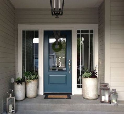 The holidays is a great time to freshen up your paint, especially in the entryway to you house. Make it[…]