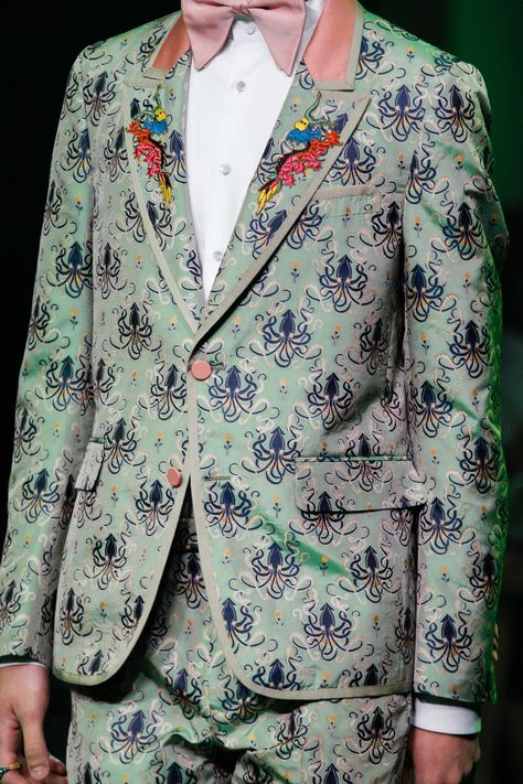 Gucci Spring 2017 Menswear collection, runway looks, beauty, models, and reviews.