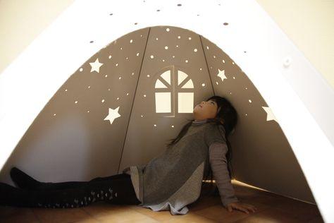プラネタリウムが見える ダンボール製の室内用テントで子供が大喜び
