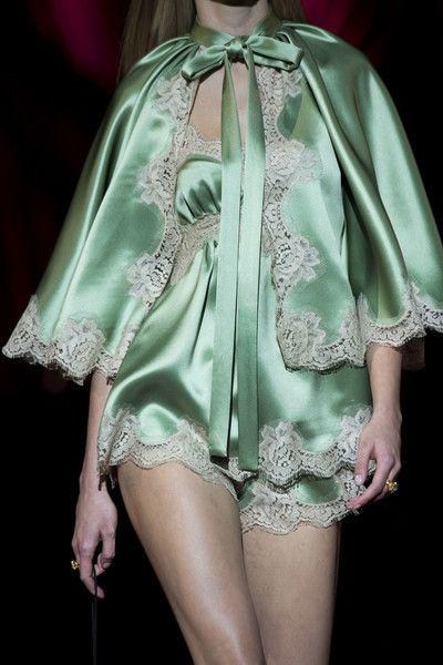 Dolce & Gabbana at Milan Fashion Week Fall 2019 Runway Fashion Fashion Weeks, Home Fashion, Fashion Outfits, Fall Fashion, Fashion Tips, Fashion Photo, Couture Fashion, Runway Fashion, Milan Fashion