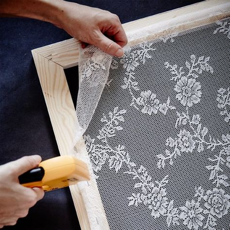 How to make a protective screen against mosquitoes that also decorates the . - How to make a protective screen against mosquitoes that also decorates the … – Dekoration Trend - Home Crafts, Diy Home Decor, Diy And Crafts, Lace Curtains, Window Coverings, Window Treatments, Window Pane Art, Lace Window, Diy Furniture