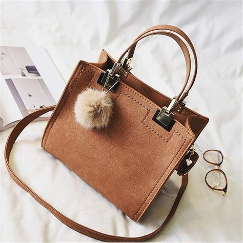 Large Bags, Small Bags, Nylons, Soft Leather Handbags, Leather Bags, Leather Crossbody, Trend Fashion, Fashion Ideas, Fashion Guide