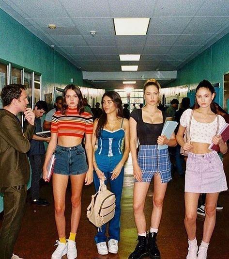 Idée de tenue - Streetwear - Nike Sweat - Outfit - The Best Streetwear Models - All Brands are Here Image Fashion, Fashion 90s, Old School Fashion, Tokyo Street Fashion, Tomboy Fashion, New York Fashion, Fashion Outfits, Retro Fashion 70s, 80s Womens Fashion