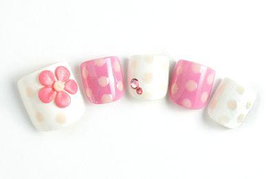 cute toenails design