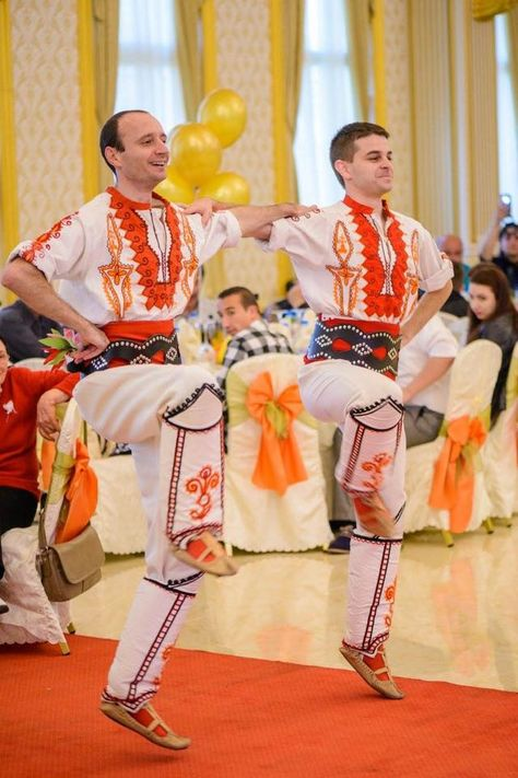 wedding surprise for the guests with traditional bulgarian
