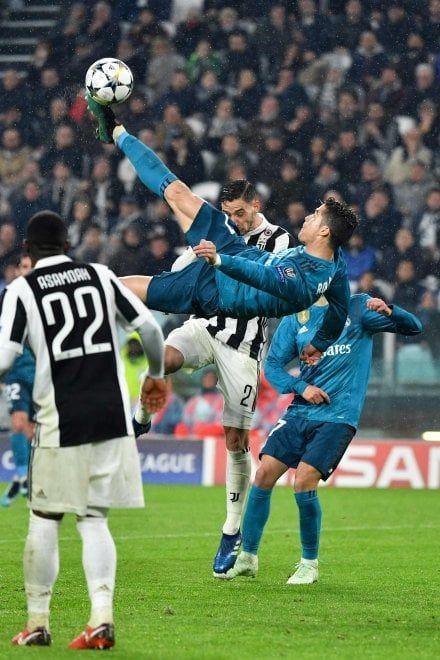 Cristiano Ronaldo Gioiello Su Rovesciata Lo Stadium Applaude Il