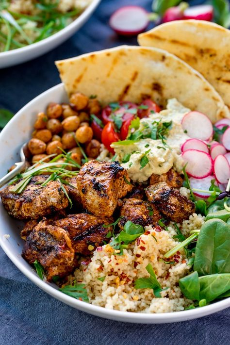 Spicy Chicken Nourish Bowl - A filling and nutritious warm salad, with middle eastern flavours -perfect for Fall. A healthier Autumn dinner. Manger Healthy, Cooking Recipes, Healthy Recipes, Thai Recipes, Warm Salad Recipes, Vegetarian Salad Recipes, Healthy Breakfasts, Healthy Snacks, Fall Dinner