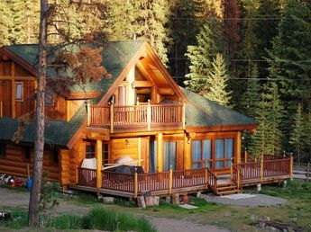 This Contemporary Log Home Features An Expansive Ground Floor Deck With A Mirrored Balcony Upstairs Imagine Steppin Log Homes Beautiful Cabins Log Cabin Homes