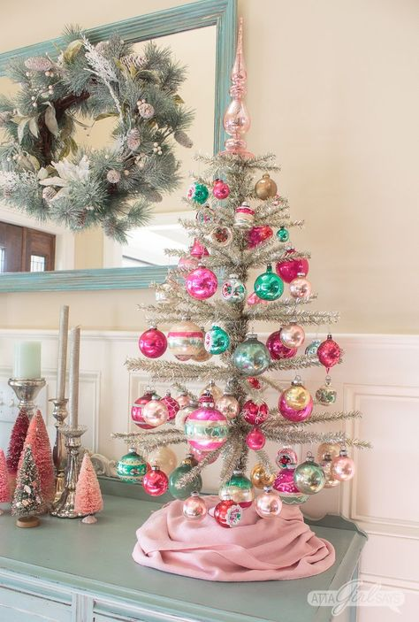 This traditional Southern Christmas Home Tour features lots of colorful, vintage items. You'll love the Santa-inspired front porch and the designer details Chinoiserie, Gold Christmas Tree, Christmas Diy, Vintage Christmas Trees, Decorated Christmas Trees, Turquoise Christmas, Southern Christmas, Tabletop Christmas Tree, Colorful Christmas Tree