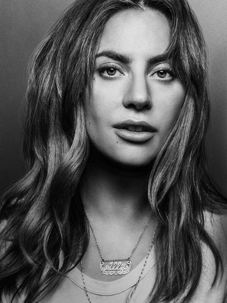 Lady Gaga surpreende ao surgir quase sem maquiagem em clique minimalista