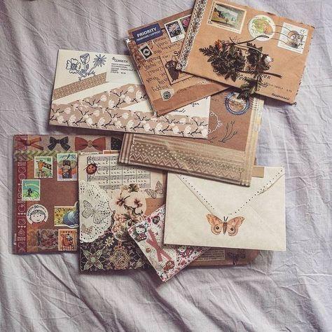 Letter Writing, Letter Art, Rotulação Vintage, Aesthetic Letters, Mail Art Envelopes, Snail Mail Pen Pals, Pen Pal Letters, Daisy Girl Scouts, Envelope Art