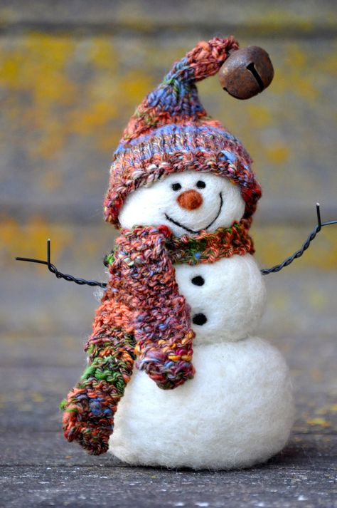 Needle Felted wool #Snowman by Teresa Perleberg. Teany Laye I want you to make this for me :D
