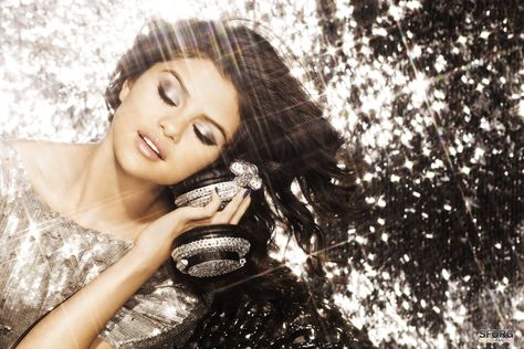 cff262d5370 We LOVE this sparkly pic! Our favourite Disney star Selena Gomez looks  great whether shes in sneakers or heels! We bet Selena Gomez would love to  bling up ...