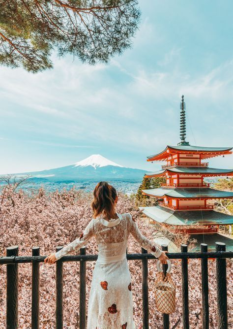 7 Best Spots for Cherry Blossoms in #Japan - Kyoto - Stroll along Shirakawa River of Gion, #luxury #travel #blogger // Notjessfashion.com