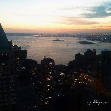 地上60階からニューヨークの景色と、美味しいお食事の両方を楽しめる ...